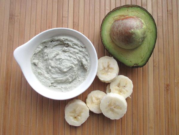 how to make a moisturizing mask with banana avocado and aloe