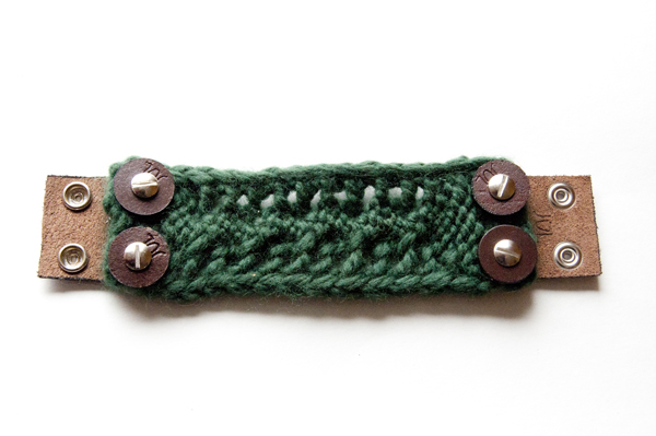 knitting_bracelet_attached
