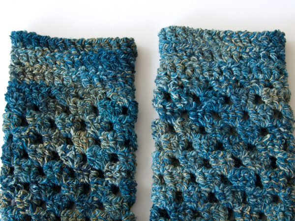 wink-crochet-pair-legwarmers-finished1
