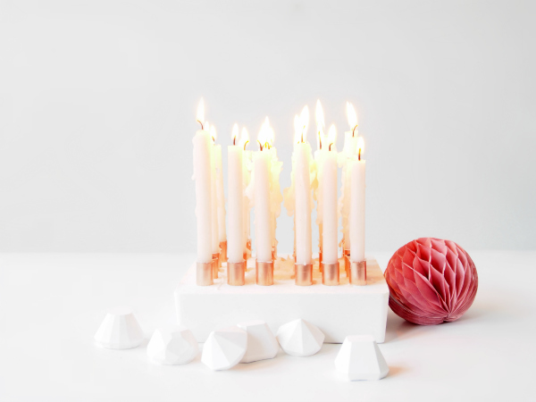 Happy-Birthday-Candleholder-coloured-candles
