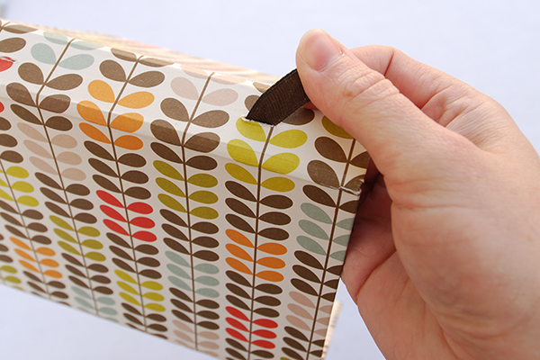 wraparound-case-pull-ribbon-through-cut