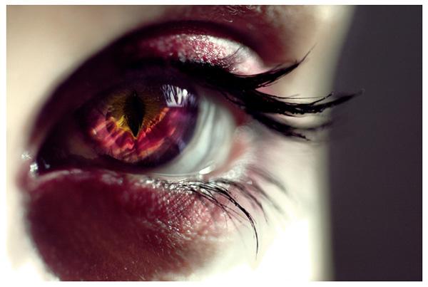 фото радужный глаз