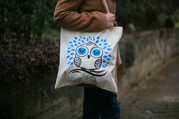 Create a simple, owl, tote design in illustrator for hot